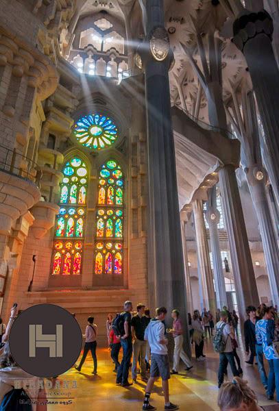 طراحی داخلی کلیسای ساگرادا فامیلیا