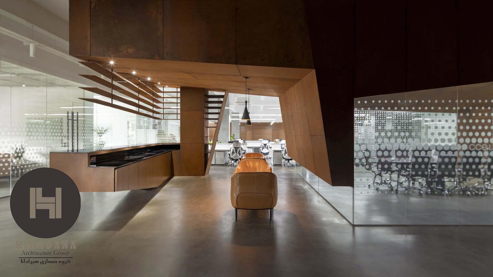طراحی دکوراسیون اداری با ترکیب چوب و شیشه