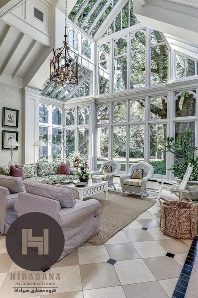 پنجره های قدی با قاب بندی های کلاسیک