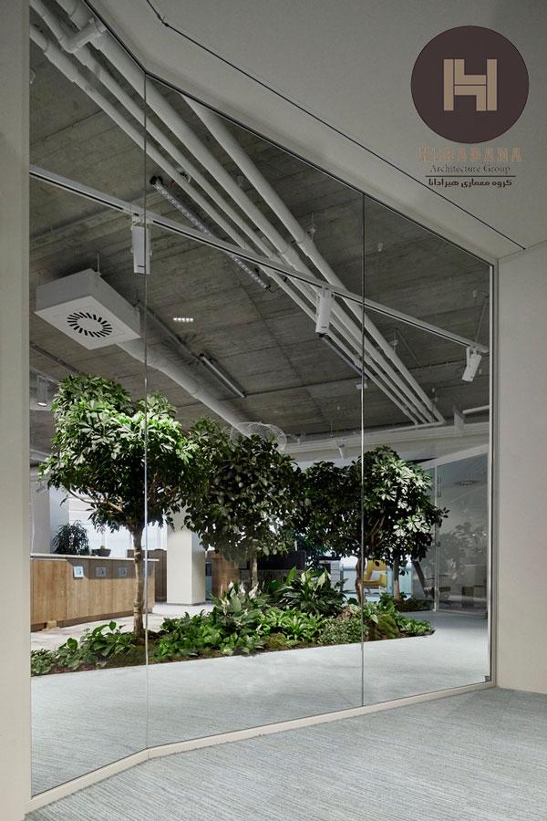 طراحی دکوراسیون ادرای با فلاورباکس و گیاهان
